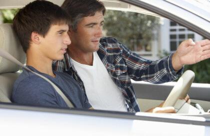 Assurance auto jeune sans antécédents, c'est possible ?