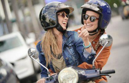 Conduire un cyclomoteur : se méfier des automobilistes