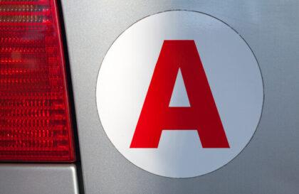 Qu'est-ce que le A jeune conducteur : utilité, durée et sanctions
